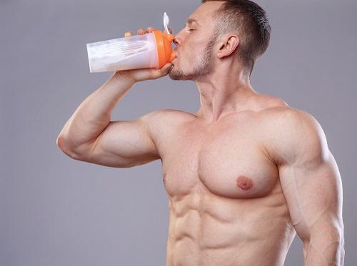 bodybuilder drinking a protein shake
