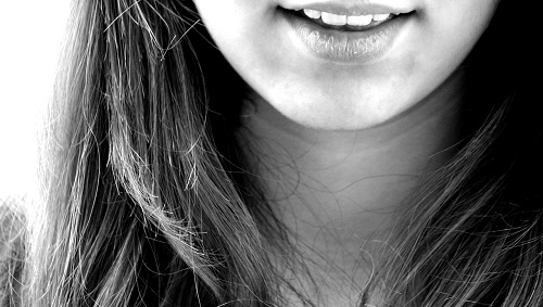 Woman's smiling without double chin.