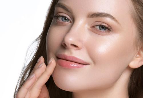 natural makeup look on woman